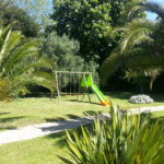 Jardin avec balançoires